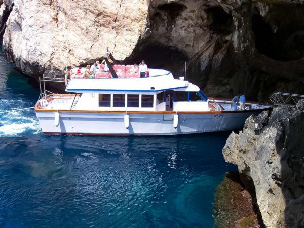 Motonave per Grotte di Nettuno
